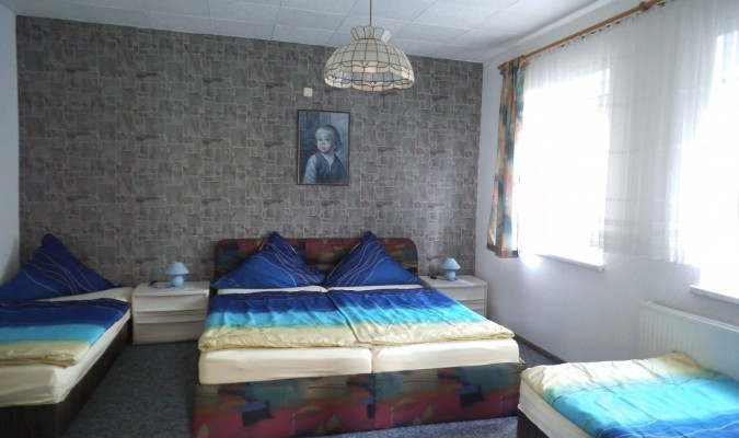 1 Doppelbett 2 Einzelbett TV