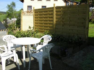 Holzkohlegrill im Freien Parkmöglichkeit am Grundstück Garten Parkplatz 6 Gartenstühle